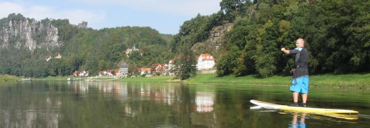 Stand Up Paddling auf der Elbe bei Rathen